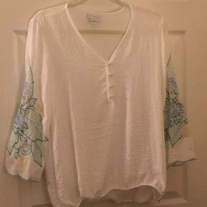 LIZ CLAIBORNE EMBRODIERED SLEEVES BLOUSE
